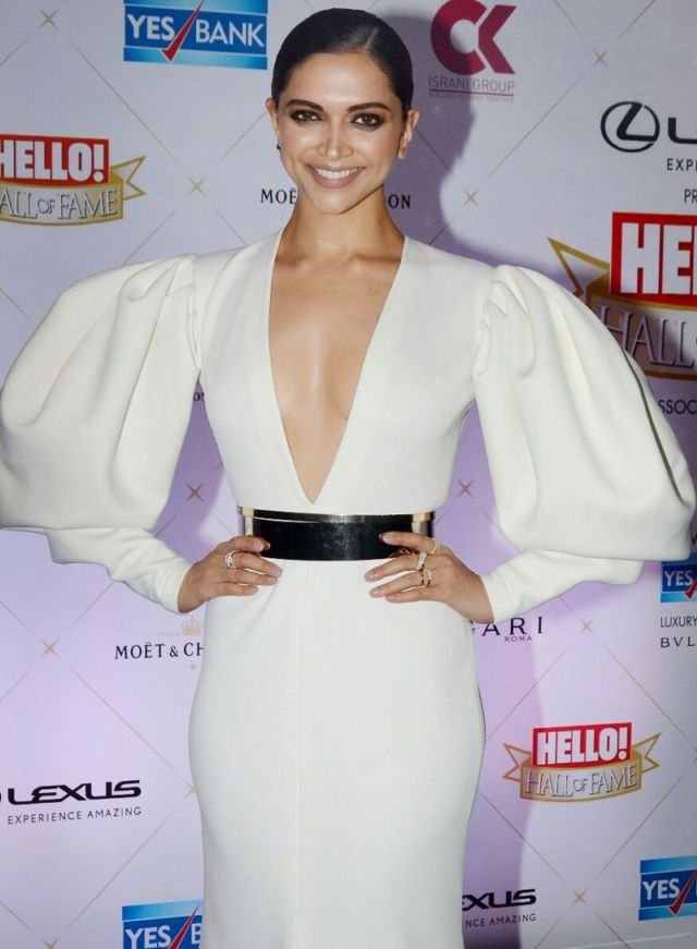 Deepika Padukone Dazzles At 'Hello' Hall of Fame Awards