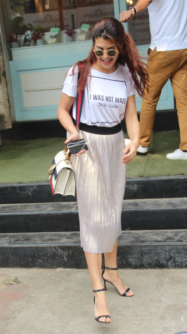 Jacqueline Fernandez In An Awesome Casual Look At Poetry Cafe