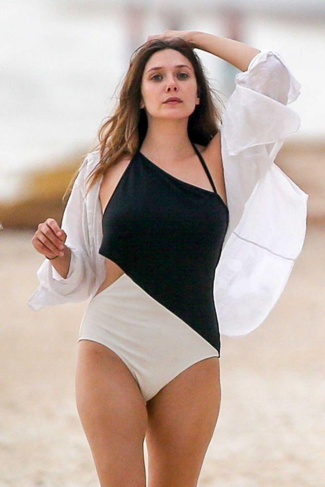 Elizabeth Olsen Walking At A Beach In Mexico