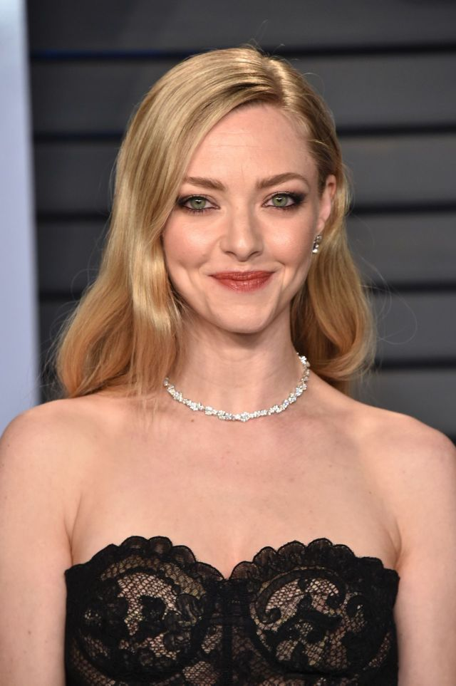 Amanda Seyfried Attends 2018 Oscar Party With A Beautiful Smile