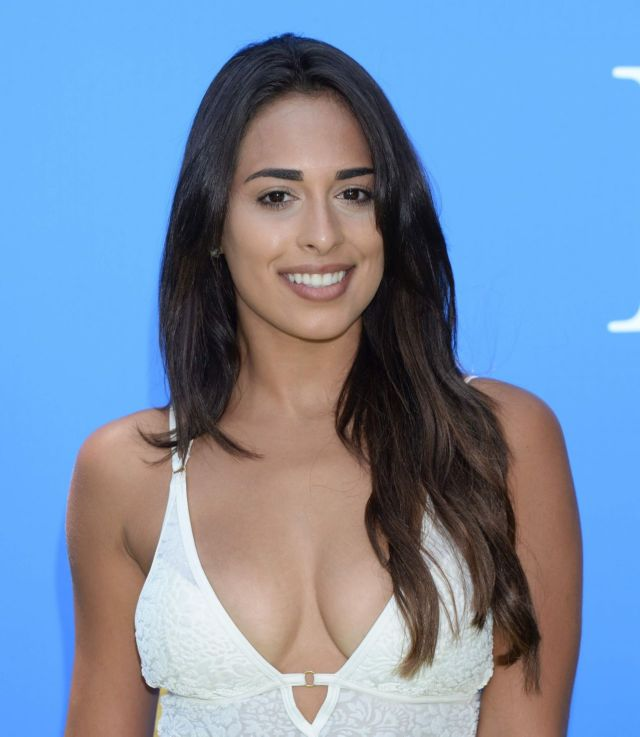 Leli Hernandez Glams Up Dog Days Premiere