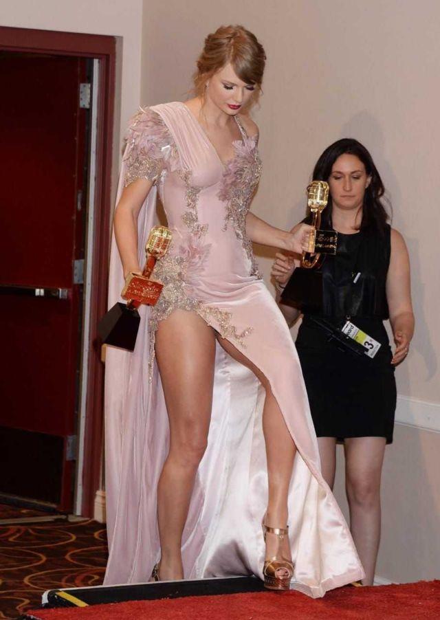 Taylor Swift Awarded Twice At 2018 Billboard Music Awards