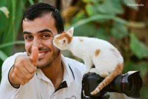 Journalist Yaser Mortaja werd vrijdag 6 april doodgeschoten door het Israelische leger terwijl hij aan het werk was in Khan Younis.