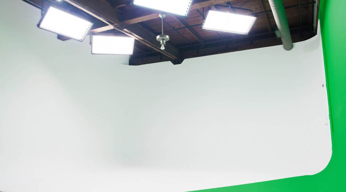 studio-713-cyclorama-room-white-cyc
