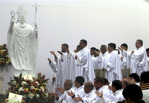 priests_worship_statue