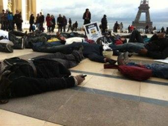 'Die-in' by Ugandan refugees in Paris.