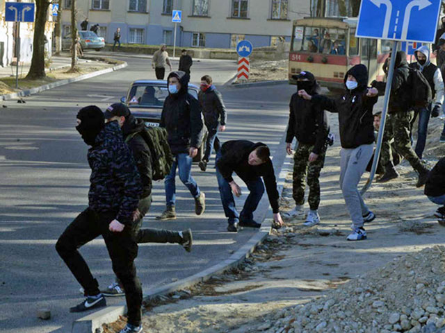 Anti-LGBT Ukrainians threw rocks to disrupt the Equality Festival planned for March 19-20, 2016.