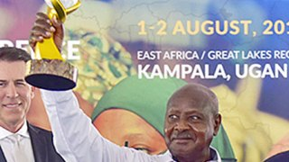 Ugandan President Yoweri Museveni displays the peace prize trophy that he won. (Maria Wamala photo courtesy of New Vision)