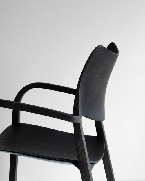 tumblr_p6m9q9Mf6k1qfx0suo1_500 stua:  New STUA Laclasica armchair is full of curves, like all... Contemporary