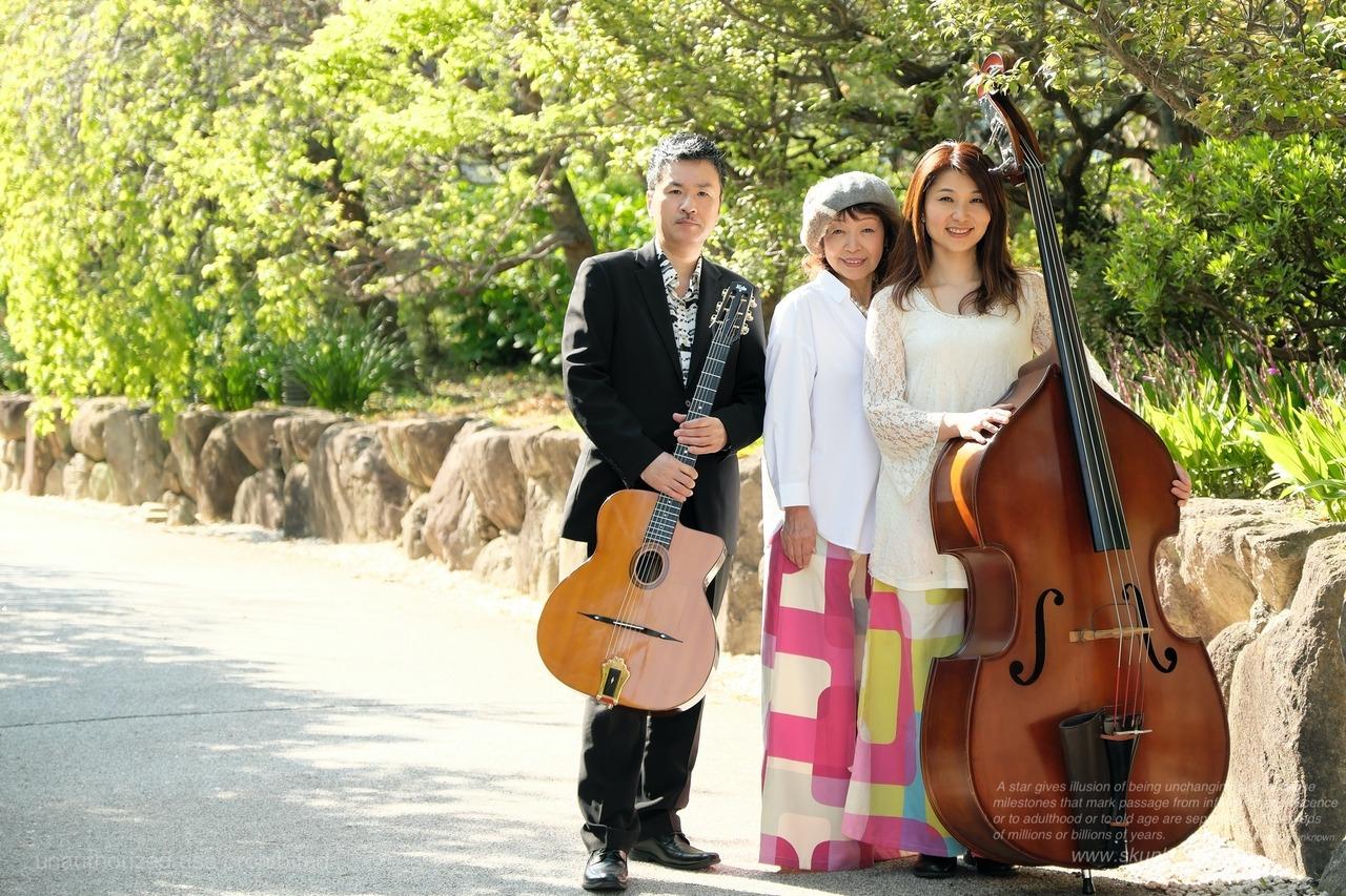 Cafe Manouche+山本佳史:gt http://www.yoshifumiyamamoto.com+中村尚美:bass http://bass703.exblog.jpavec ZaZa
