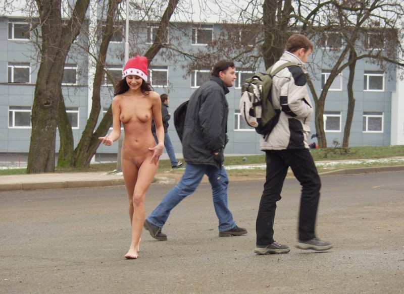 Nuda in pubblico per Natale /2