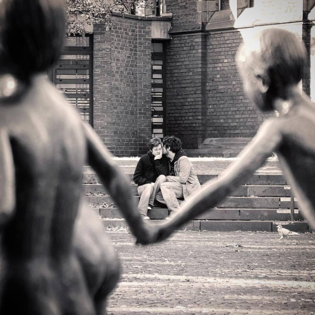 Loving Couple, Aachen. .#onephotoaday #photooftheday #photography #fujix100t #people #peoplephotography #portrait #portraitphotography #couple #love #romantic #walk #liebe #swfotografie #blackandwhite #blackandwhitephotography #monochrome #schwarzweiß #streetart #streetlife #streetstyle #streetphotography #architektur #architecture #architekturfotografie #architecturephotography #bielefeld #aachen #aken #aixlachapelle #kiss (hier: Aachen, Germany)