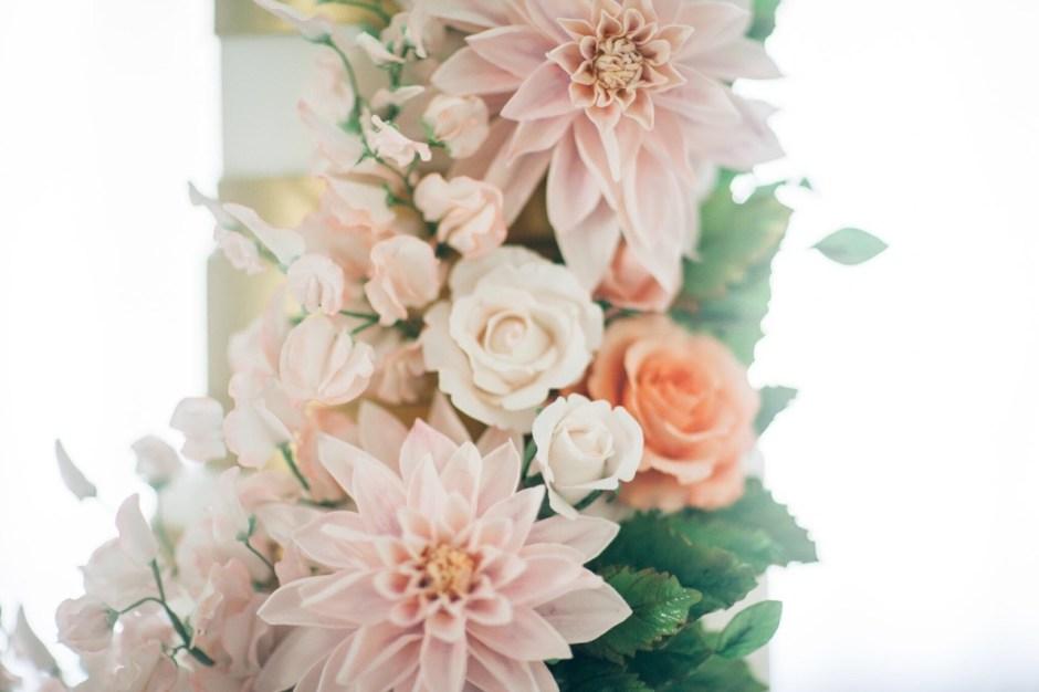 Sugar Flower Cafe Au Lait Dahlia Wedding Cake #weddingcake #sugarflowercake #mischiefmakercakes #themischiefmaker #luxury #luxuryweddingcake #peachweddingcake #blushweddingcake #sugarflowers