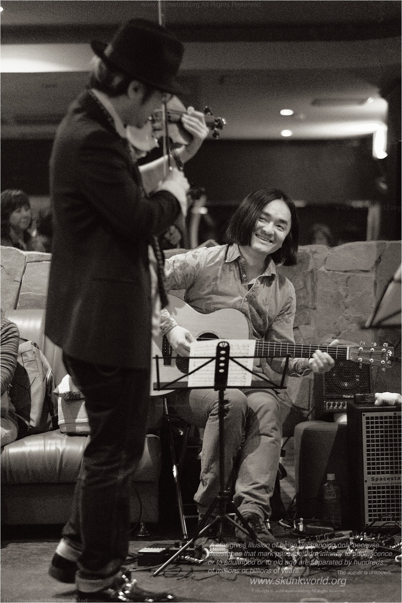 Falcon:guitaristhttps://falconguitar.jimdo.com/高橋誠:violinist-TAKAHASHI, Sei-http://www.saysun.net/ 撮影協力:junkboxhttps://www.instagram.com/barjunkbox/