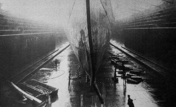 debf76dc97b2a The bent prow of HMT Olympic after she rammed… – History