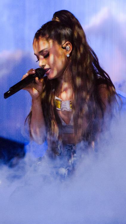 Kendall Jenner Iphone Wallpaper Ariana Grande Background Tumblr