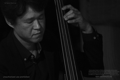 荒玉哲郎:bassist-ARATAMA, Tetsuro-http://www.rocketz.co.jp/aratama/鈴木孝紀trio #Paracca リリースツアー