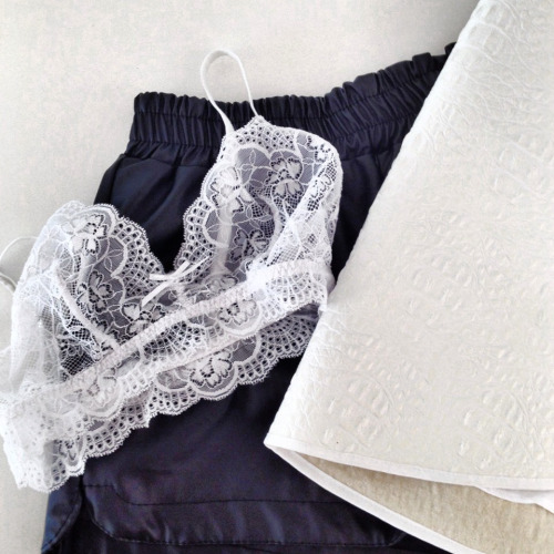 $9.45 Get a similar white lace bralet »here« !