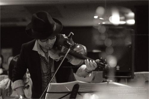 高橋誠:violinist-TAKAHASHI, Sei-http://www.saysun.net/Falcon:guitaristhttps://falconguitar.jimdo.com/撮影協力:junkboxhttps://www.instagram.com/barjunkbox/