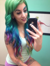 girls with colored hair on Tumblr