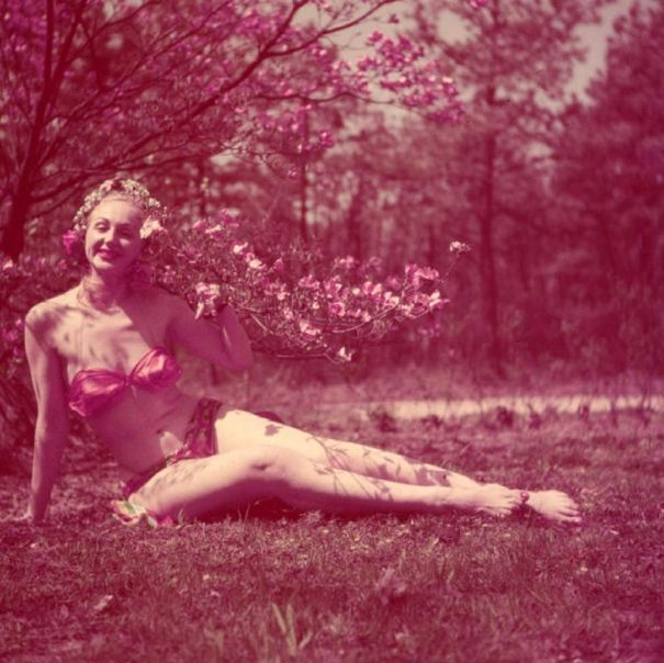 40 cool snapshots of a beautiful woman (probably an amateur model) from the  1950s. 3b569b7c2