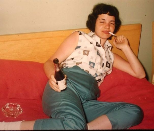 fc8f810ca36 33 badass photos of smoking ladies from the 1960s. – History