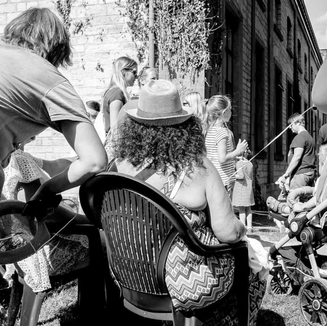 Wackelpeter, Ravensberger Park Bielefeld 2017..#photooftheday #onephotoaday #photography #fujix100t #blackandwhite #blackandwhitephotography #bwphotography #monochrome #bwphotochallenge #people #peoplephotography #portrait #portraitphotography #streetart #streetstyle #streetphotography #droetker #wackelpeter #bielefeld #ravensbergerpark #woman (hier: Ravensberger Park)