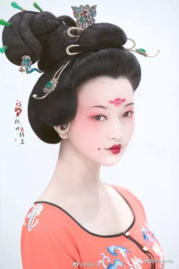 Traditional Chinese Hanfu Makeup And Hairsty China