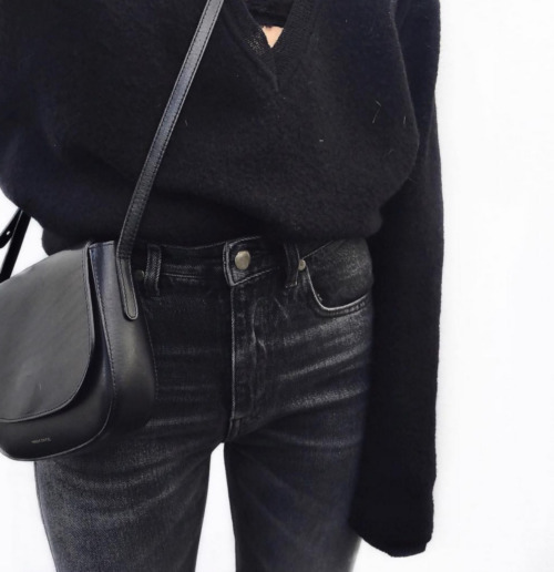 Get similar black crossbody bags »here« !