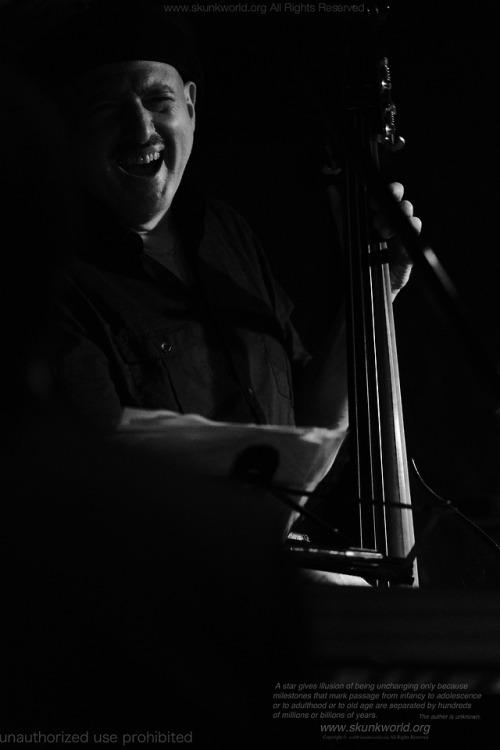 Harvie S No Ey: bassisthttp://harvies.com/