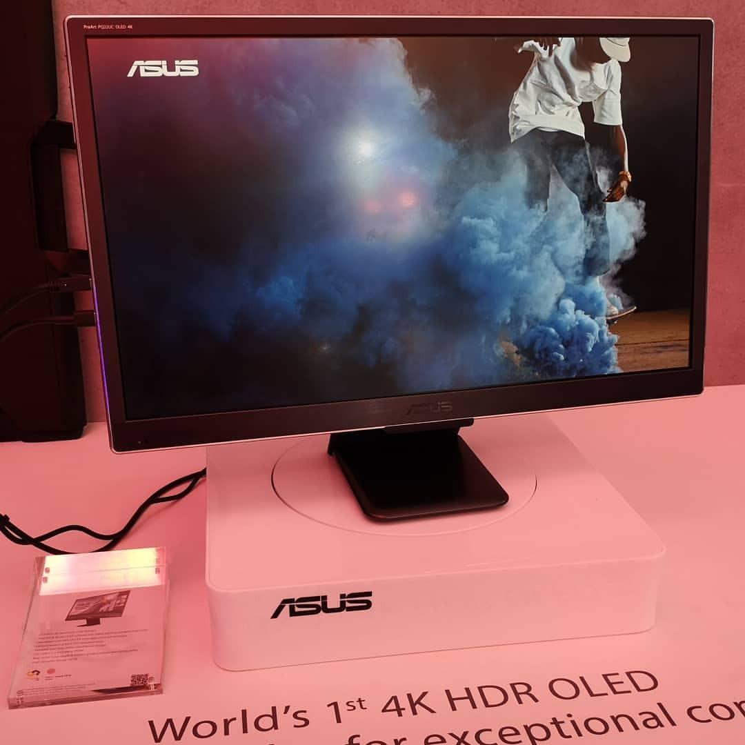 ASUSの世界初のポータブル4K HDR OLEDディスプレイかー。持ったら軽くてビックリした。 (南港展覽館)