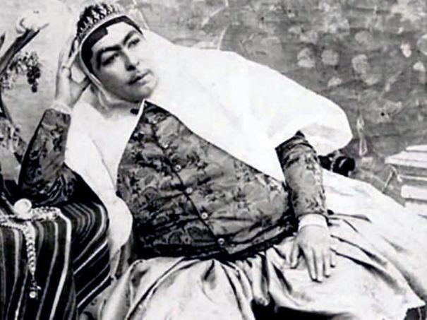 Portraits of Zahra Khanom Tadj es-Saltaneh 3d7594949ad5d
