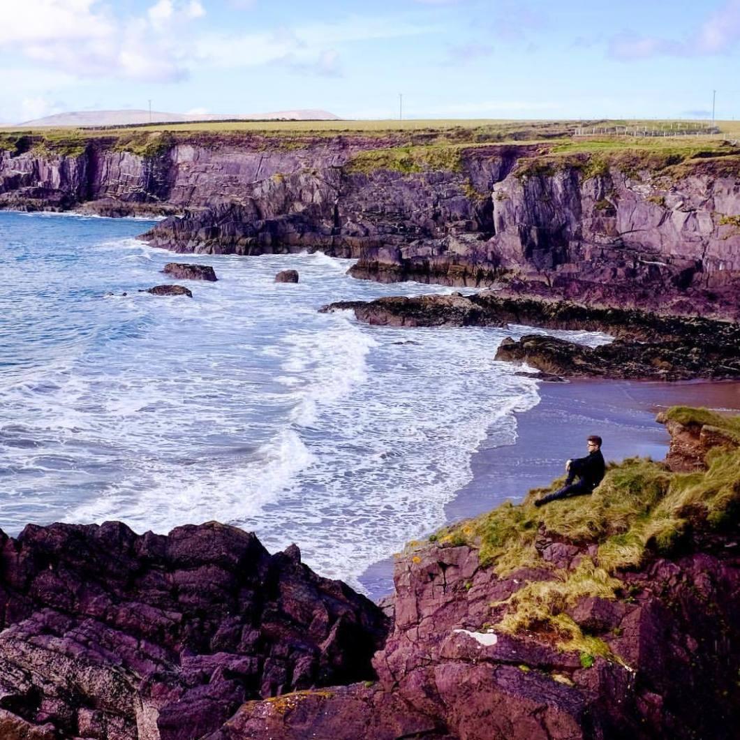 Ireland. 2018#photooftheday #onephotoaday #photography #fujix100t #beach #ireland #eire #free #freedom #sea #ocean #seaside #cliff #dingle #kerry (hier: Kerry, Ireland)