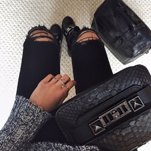 $15.14 Get her black ripped pants »here« !