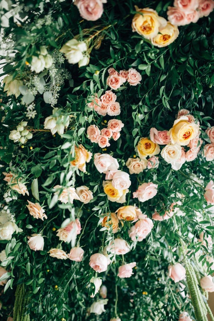 Fresh Flower Ceiling Detail #themischiefmaker #mischiefmakercakes #luxury #luxurywedding #roses #cabbageroses #davidaustin #ruscus #flowerceiling