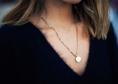 Shop beautiful golden necklaces »here« !