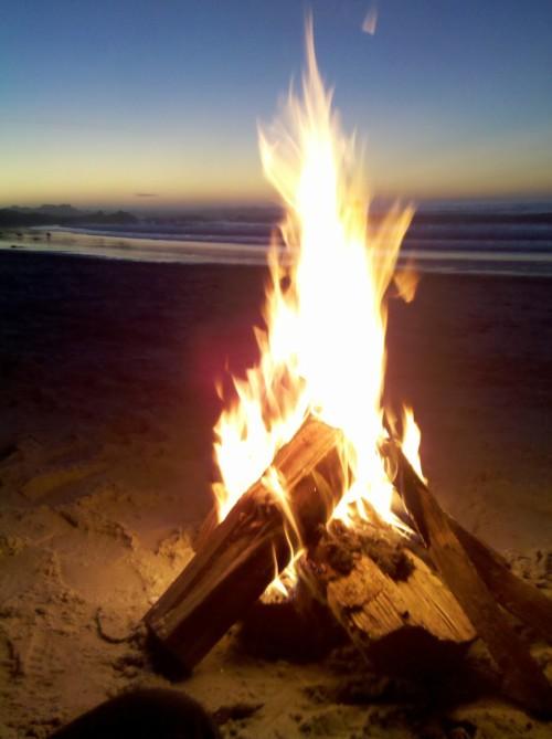 Girl Running On Beach Wallpaper Beach Bonfire On Tumblr