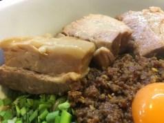 トッピングのトロ肉(370円)