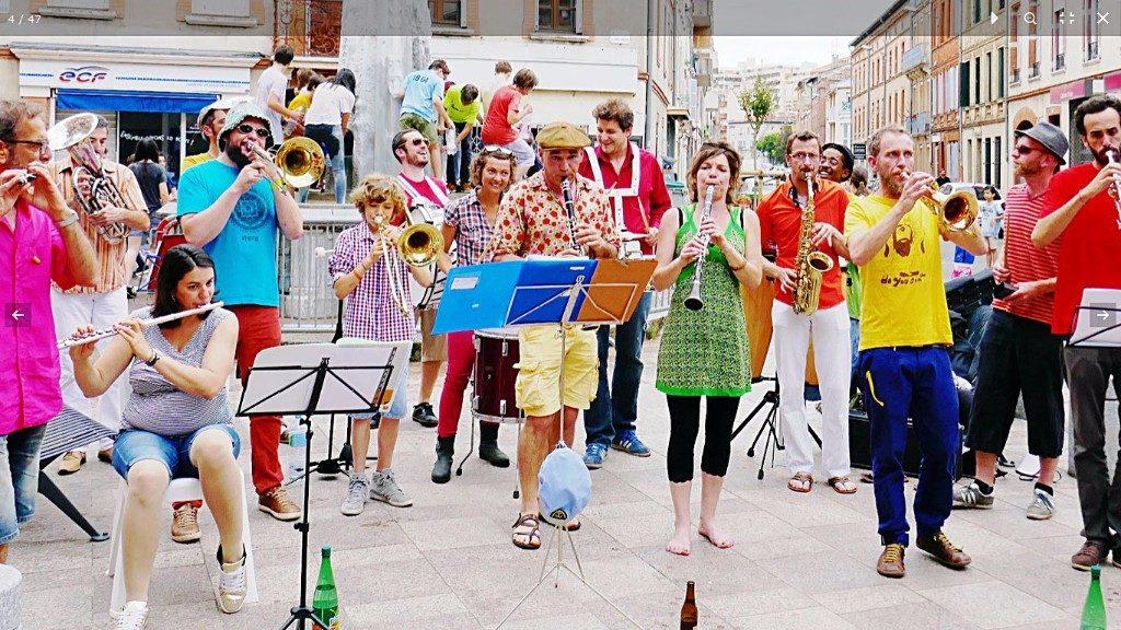 Toulouse. Fanfare et vin chaud aux Sept Deniers dimanche pour fêter l'année 2017. 06/01/17