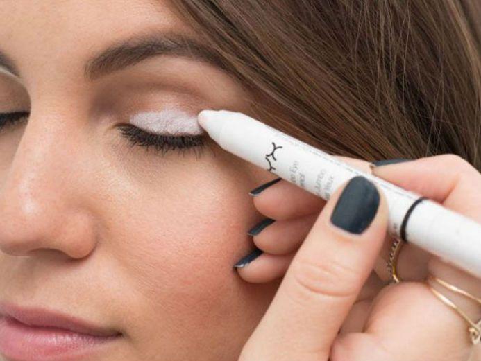 white eyeshadow base hack