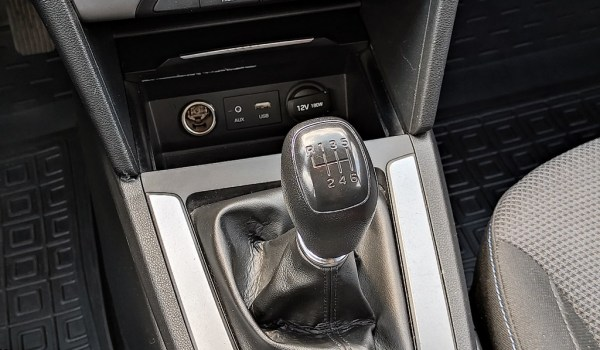 Hyundai Elantra 1.6 Manual - 1