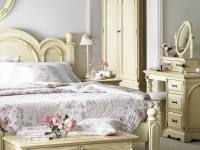 Shabby Chic Bedroom Design Idea For Girls