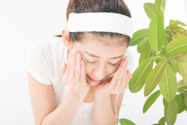 薄めた水で洗顔も効果的