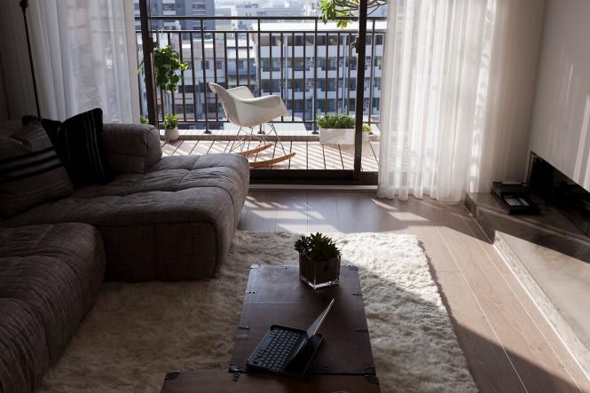 2-Living-room-balcony-665x443