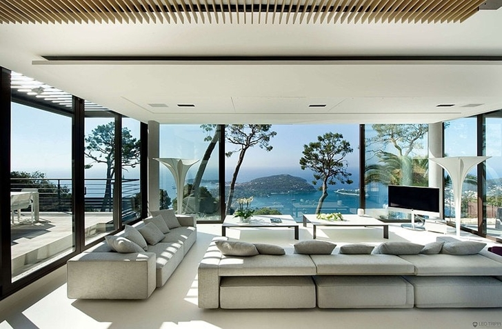 Modern_Bayview_Villa_In_C_te_d_Azur_France_on_world_of_architecture_04