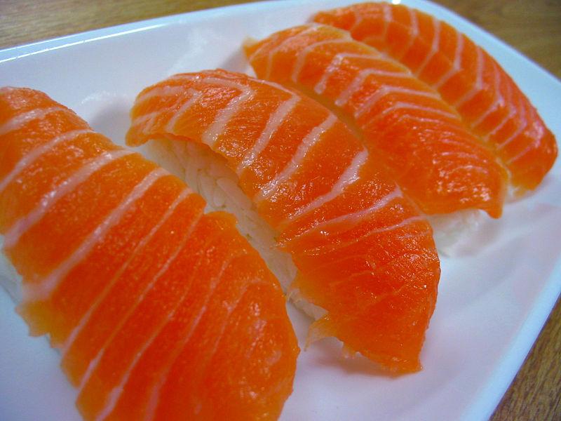 Salmon nigiri (鮭握り)