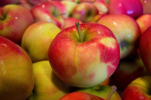 Россельхознадзор запретил импорт томатов и яблок из Азербайджана