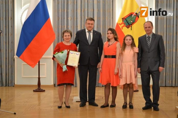 Николай Любимов наградил рязанских родителей