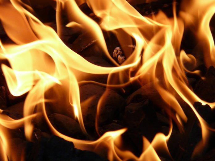 В девятиэтажке в Дашково-Песочне загорелась квартира