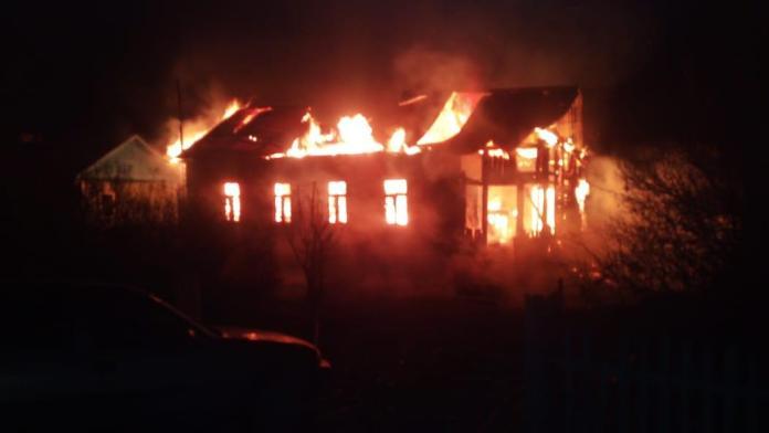 На пожаре в Кальном погиб мужчина, ещё один пострадал